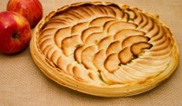 Сладкиш с бисквити и ябълки