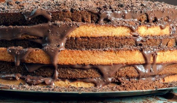 Голяма шоколадова торта