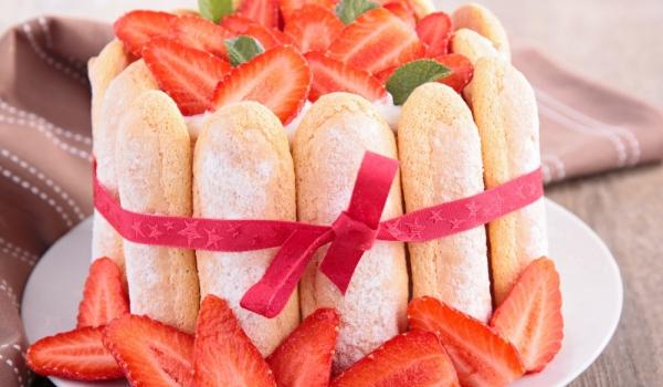 Лесна ягодова шарлотка