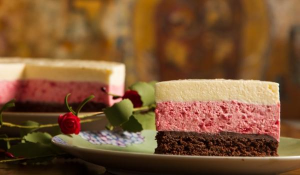 Трицветна сладоледена торта
