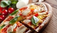 Пица със сирене и ананас