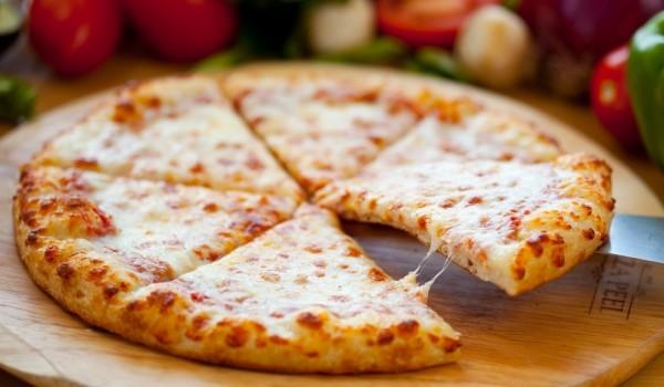 Грил пица с лук и сирене