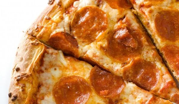 Пица със салам