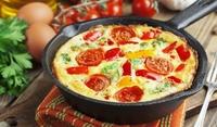 Италиански омлет с чушки и домати