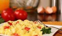 Бъркани яйца с чушки