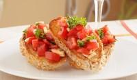 Чеснови брускети с ароматни домати