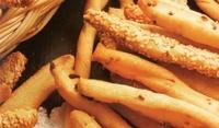 Хлебни пръчки с лук и сусам