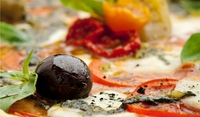 Пица с маслини и моцарела