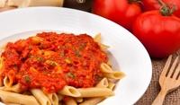 Доматен сос за спагети с риган и босилек