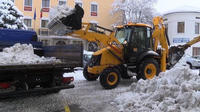 Започна извозването на снега от Хасково