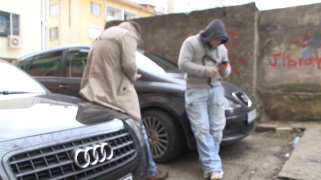 Задържаха двама мъже за телефонна измама