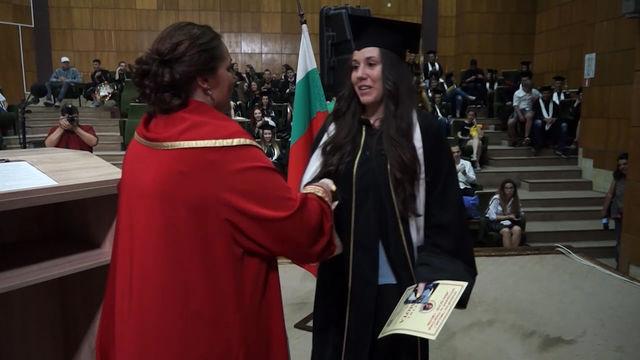 В Смолян днес тържествено връчиха дипломите на зрелостниците от езиковата гимназия