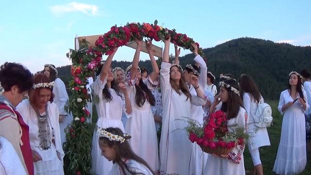 Магичен еньовденски ритуал в крайграничното село Горна Арда