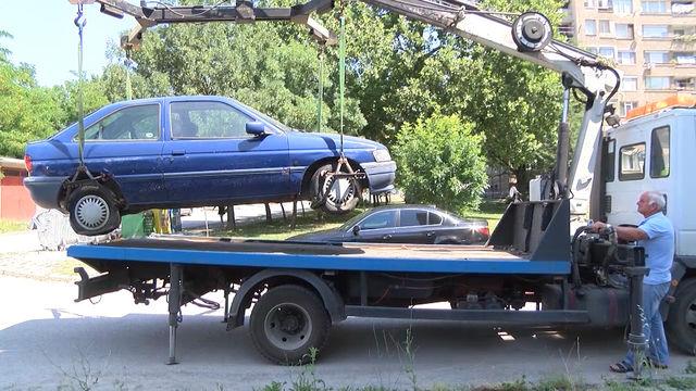 Община Хасково започна акция срещу изоставените автомобили